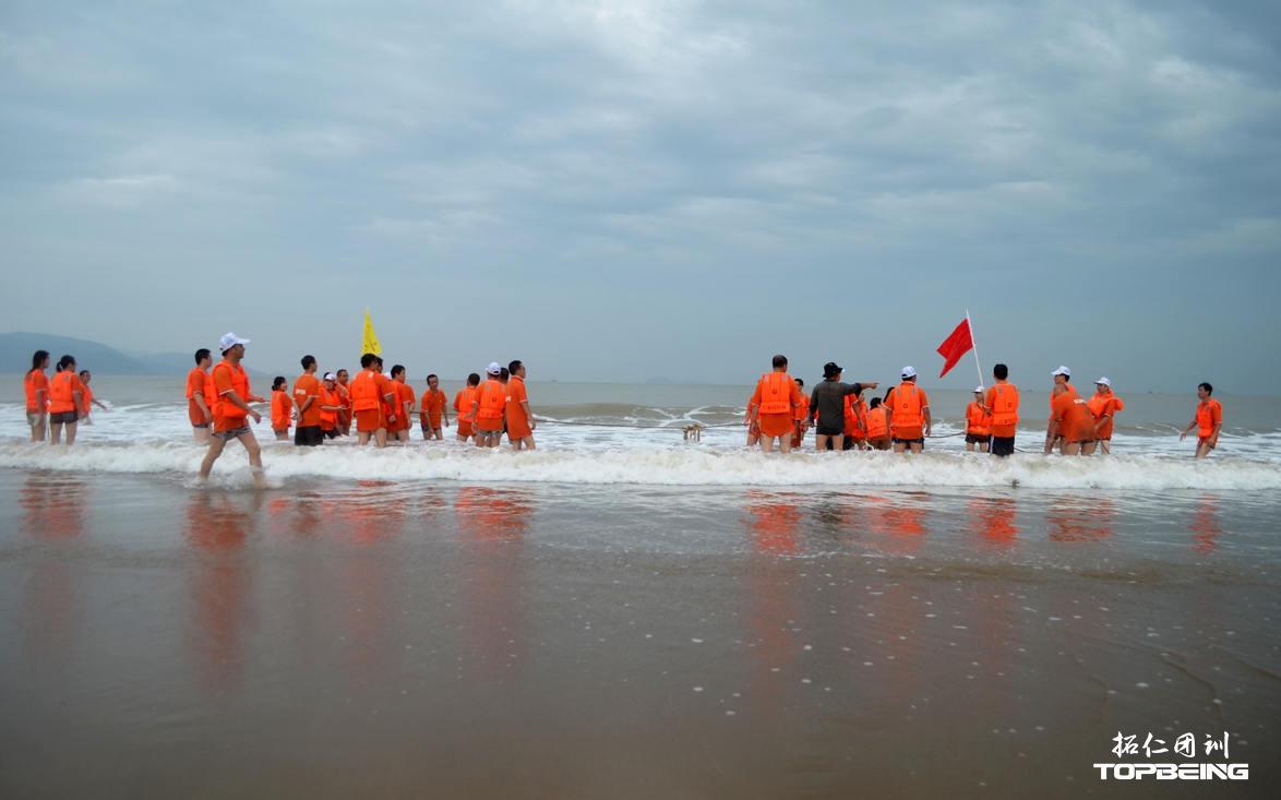 海中拔河对抗,让海浪与激情共舞