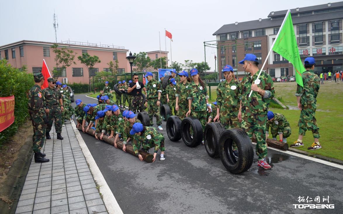 特训营军训教官,是资深团训导师及现役军人组成