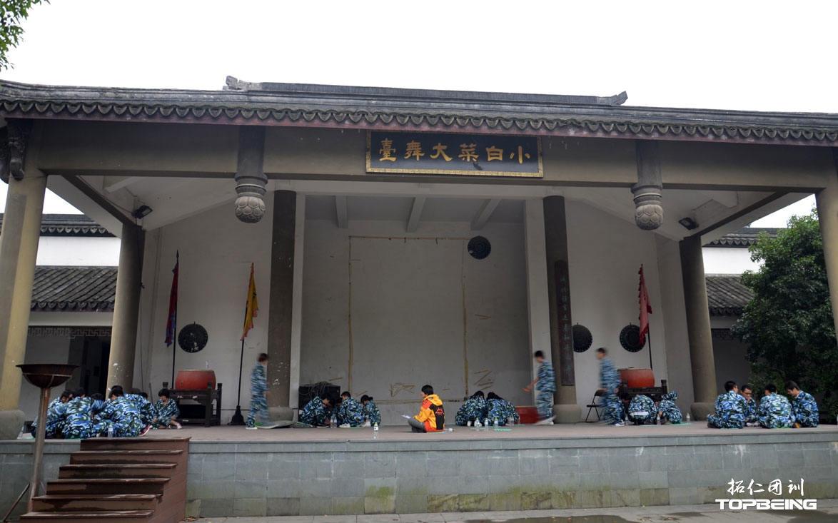 古戏台上,也是我们的舞台