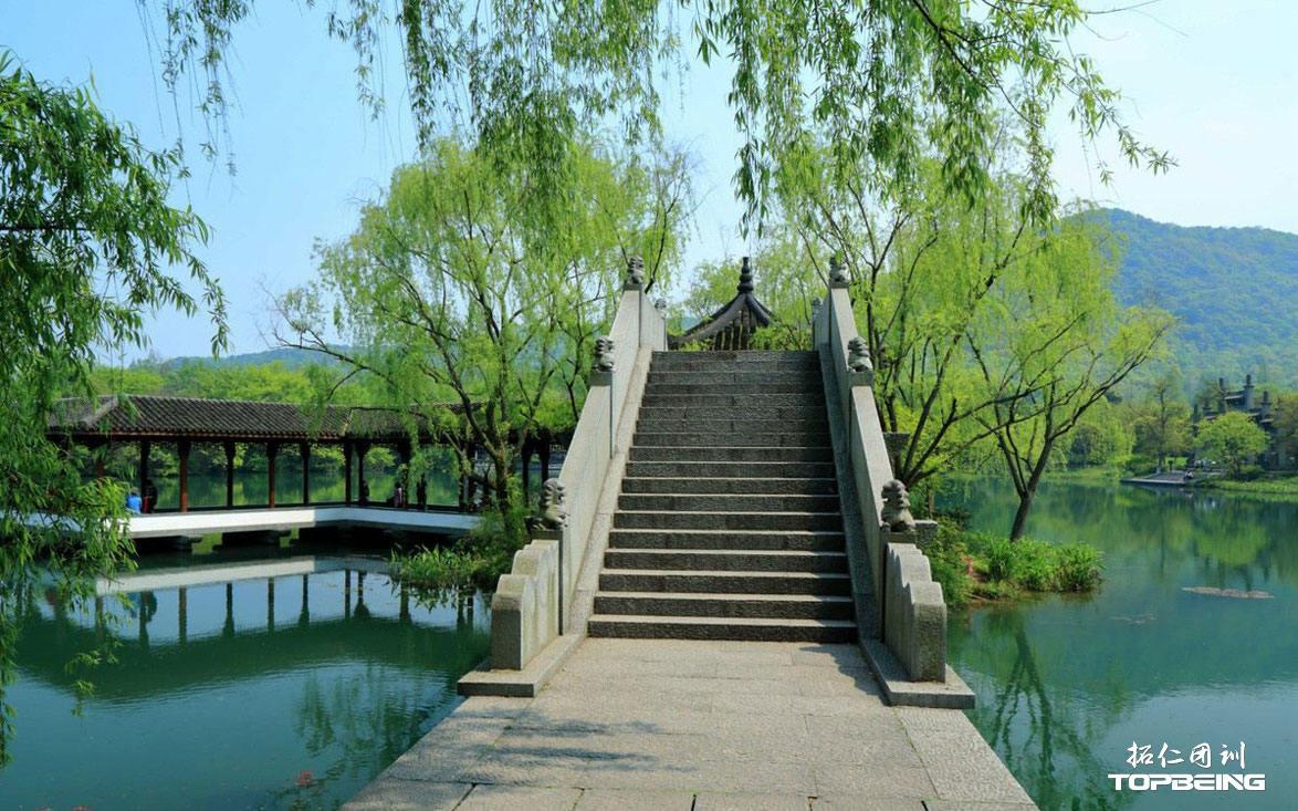 小桥与亭廊