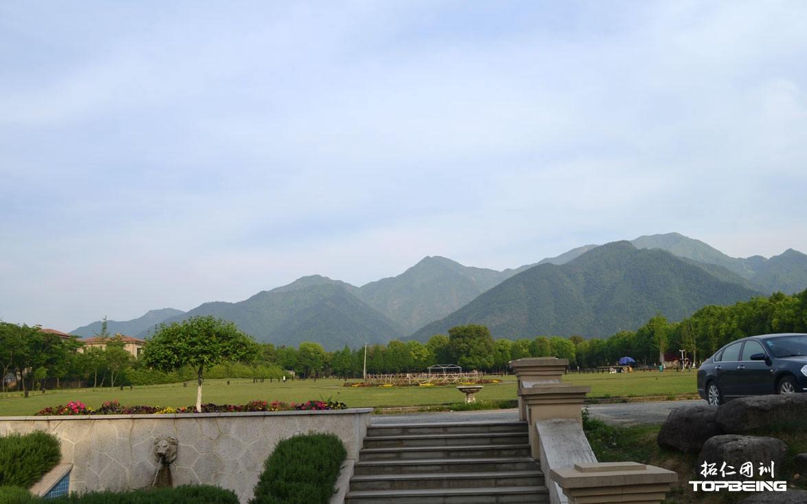 从酒店远眺大奇山